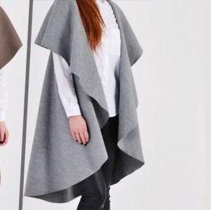Grey sleeveless waterfall jacket size M/L